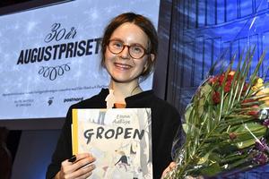 Augustvinnaren Emma Adbåge skildrar
