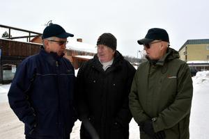 Örjan Andersson, Börje Stenqvist och Lars Göran Ekström i Matfors Byavakt  står i ständig kontakt med polisen när det är ute och kör i området. Polisen kan meddela oss om det är något särskilt vi ska titta efter och vi ringer in till polisen om vi ser något speciellt, säger Börje Stenqvist.