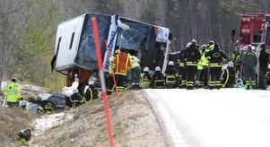 Statens Haverikommission meddelar att man inte är nöjda med hur regeringen hanterat rekommendationerna som utfärdades efter den svåra bussolyckan i Sveg, i mars förra året. Foto: TT.