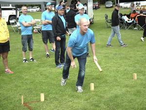 Postens veteraner har varit med sedan första tävlingen. Håkan Lönnroth kastar.