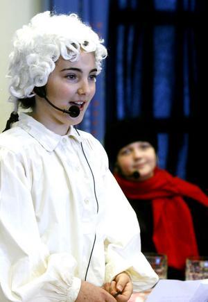Saskia W Pettersson, här som Bellman, fick starka applåder efter att hon sjungit Cornelis Vreeswijks Sommarkort (En stund på jorden).