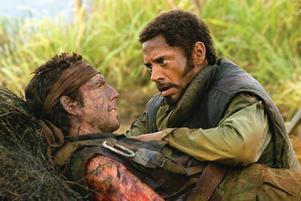 """Galen filmsatir. Ben Stiller och Robert Downey Jr i komedin """"Tropic thunder"""" som inte är så mycket att garva åt."""