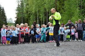 Kopparberg IF:s David Gerdtsson körde en snabb uppvärmning innan starten.