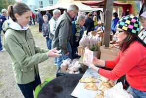 Vilma Gunnarsson från Ytterturingen besökte Klövsjö höstmarknad. Hon gillar marknaden i Klövsjö.