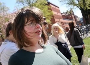 """–Han tar kontakt med eleverna på ett personligt plan och bryr sig om hur vi mår och vad vi tycker, säger Lovisa Westerlund.Hon pluggar andra året på samhällsprogrammet med internationell inriktning och var en av många som deltog i demonstrationen för """"Affe""""."""