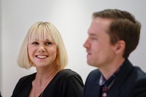 Anna Olsson med maken Johan vid ett boksläpp i fjol.