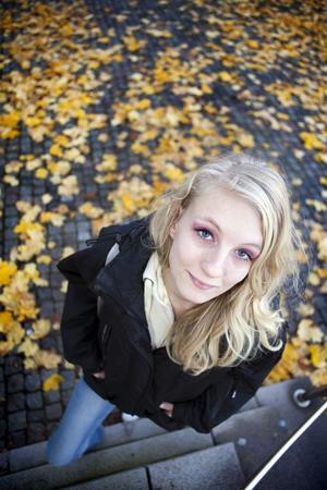 Modell. Veckans 20-åring Angelica Jakobsson tycker det är roligt att vara hobbymodell på fritiden. Hon tycker om att posera framför en kamera.