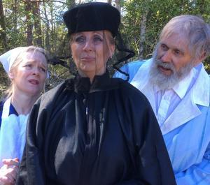 Från repeitionerna av Björköbjörnen som har premiär på Björkö den 29 juni.