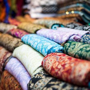 Bildtext 14: Det finns mycket fint i stadens antikaffärer och loppmarknader.   Foto: Tatyana Vyc/Shutterstock.com