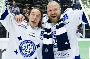 Brock Montpetit och Jonas Frögren, två kvalhjältar, firar LIF:s avancemang till SHL.