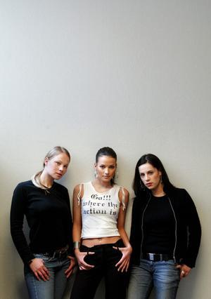 I mitten av 00-talet ingick Malin Olsson i bandet NG3, här i mitten omgiven av Linda Karlsson och Andrea Quinteros.