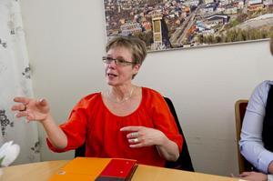 Lena Hurtigh är avdelningschef för hemtjänsten, där en anställd tagits ur tjänst efter att ha stulit medicin och smycken.