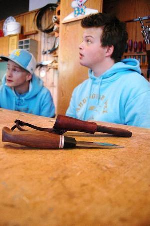 """Tobias Karlsson är klar med sin kniv redan. """"Nu hoppas jag bara att jag blir godkänd""""."""