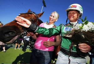 Åke Svanstedt frias av överdomstolen. Här poserar han med elitloppsvinnaren Torvald Palema.