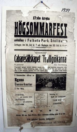 Den gamla affischen från 1934 fanns med vid 100-årsjubileet 2002. De kulturella och historiska värdena är viktiga anser Folkets hus-föreningen.