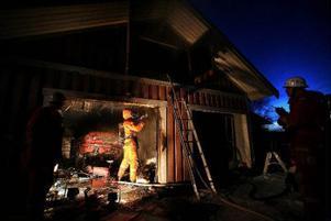 När räddningstjänsten kom till platsen var garaget övertänt.