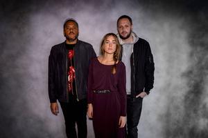 Det svenska bandet Nonono släpper sitt debutalbum och ger sig iväg på en USA-turné.