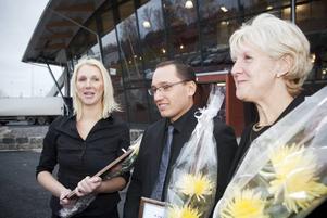 Tre lyckliga stipendiater. Erika Bergström, Mikael Lövblad och Kerstin Stake Nilsson heter årets stipendiater som fick ta emot diplom, blommor och, inte minst, 25 000 kronor var av stiftelsen Göranssonska fonden.
