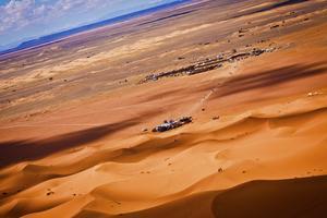 Det finns många udda festivaler världen över i vår. Till exempel dansfestival i Sahara.