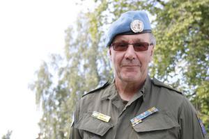Björn Hernblad har också gjort utlandstjänstgöring som FN-soldat. Formen från tjänstgöringen håller fortfarande i.