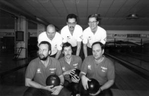 1993. Bästa DM-lagen. Scheele var helt överlägsna vid 3-manna DM (1992) i bowling. Tvåorna Västerås BS fick precis som på bilden hålla sig i bakgrunden. Scheele bestod av Jörgen Olsson, Lars-Åke Vikström och Dick Jensen. I VBS spelade Leif Ahlgren, Håkan Rosenqvist och Jörgen Elmtoft.