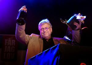 Erik Lihm utsågs som Årets Keyboardist vid Guldklavengalan i Malung 2008. Nu lägger han ner sitt dansband, men fortsätter som proffsmusiker.