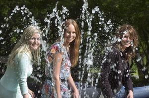 Tre femtedelar av balkommittén (från vänster): Vice ekonomiansvarig Erika Frisk, ordförande Lisa Nordlund och dekorationsansvarig Emma Ottosson.