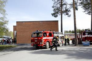 Rökutveckling från aulan på Nyhedens skola.