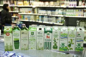Mellanmjölksutbudet är stort, det finns dalamjölk som heter Dalamjölk, Ängens, ICA, Coop och Grådö, priset är skillnaden liksom ersättningen till bönderna