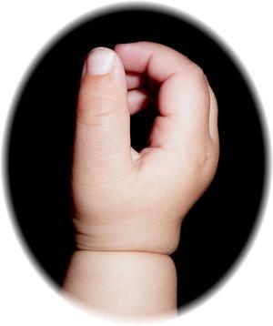 Ettåringen Frejas hand.