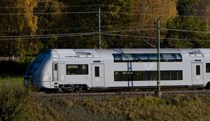 Regionaltåg på väg mot Södertälje.