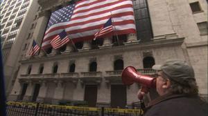 """Filmaren Michael Moore förklarar i sin nya och mycket underhållande film """"Capitalism – a love story"""" att New York-börsen är en brottsplats.Foto: SF"""