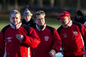 Söråker har ett starkt ledarteam, här syns assisterande tränaren Bengt Vängberg, huvudtränaren Kåre Öberg och lagledaren Göran Ålund.