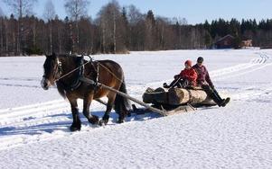 Albin Staffas och Jan-Erik Jonsson dras fram av Unita. foto: seth Jansson