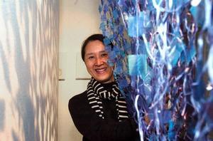 Prisad. Kazuyo Nomura, japanska i Sverige som fått Nordens största pris för textilkonstnärer, ställer ut i Leksand.