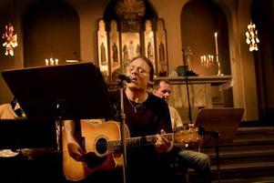 musiker. I fredags framförde Tord Persson eget material vid sinnesrogudstjänsten.