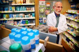 """Apotekschefen i Hammarstrand, Harald Gribkowsky, är positiv till att apoteksmarknaden privatiseras. """"Jag trivs bra i Hammarstrand Jag är intresserad av att köpa verksamheten"""", säger han."""