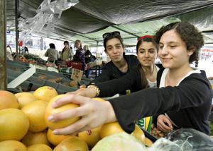 Grape är gott, tycker Gabriella Rizk, Nohat Shukri och Alexandra Rizk.