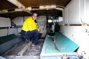 Det gäller att inte ha klaustrofobi om man ska ta en åktur i Jimmy Johanssons pansarbandvagn.