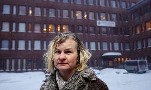 Inger Forslund är ytterligare en lärare som nu bryter tystnaden och offentligt går ut och kritiserar John Bauer-gymnasiet.