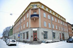 Ingång på hörnet. Fröken Brogrens veranda ligger på Lövstagatan 4.