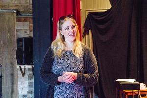 Skådespelare Mia Rydell, Mellanfjärden,  Jättendal, tycker att förmågan att improvisera är bra att ha med sig i vardagen.