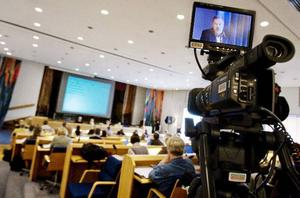 Ett historiskt ögonblick var det i går när landstingsfullmäktige webbsändes för första gången. Här landstingsrådet Robert Uitto i bild.