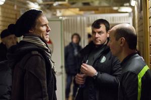 Johan Mjällby samtalar med VSK-tränarna Thomas Gabrielsson och Leif Berg efter sin första match som manager för klubben (träningsmatch borta mot Brage).