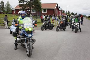 14 stycken motorcyklar gav sig i väg från Grytan till Andersön på onsdagskvällen.