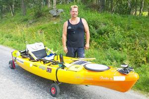 Många sträckor blir det att dra kanoten, där forsar och dammar gör det omöjligt att paddla.