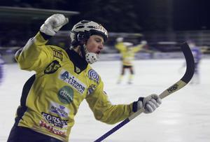 Johan Koch lämnar Broberg för spel i Vänersborg.