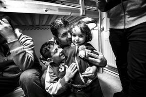 Abdelay Katous och hans pappa Mohamad, och Ward. Foto: Susanne Kvarnlöf