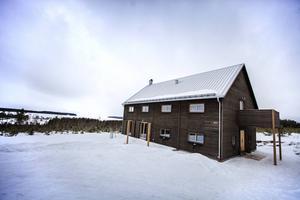 Arvesunds hus är arkitektritade villor och fritidshus i trä. Formen är inspirerad av den nordiska ladan. Bostadspuls åkte till Digernäs och kollade in modellen som heter