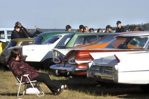 En klassisk syn på bilträffar är amerikanska bilar från slutet av 1950-talet och början av 1960.